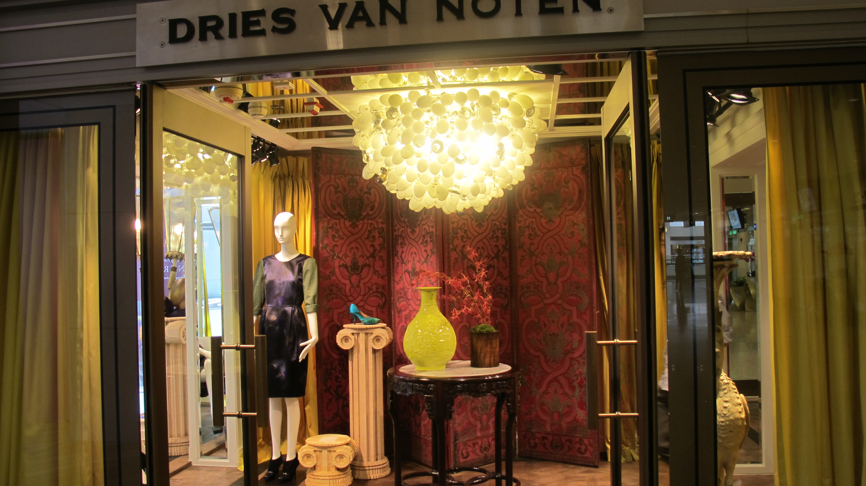 dries van noten shop