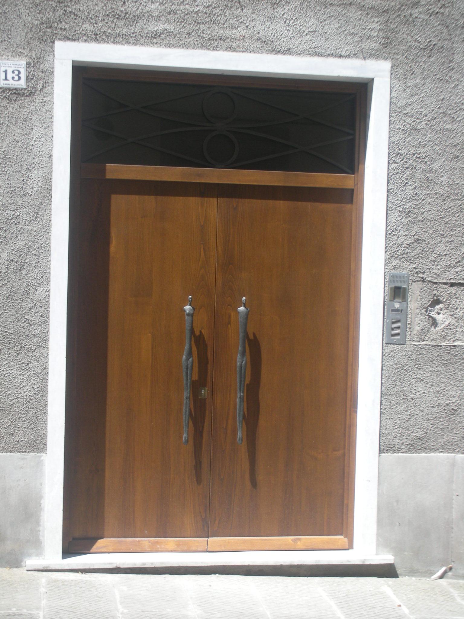 Showcasing The Sculptured Door Handles Of Shona Noonan Local Artist