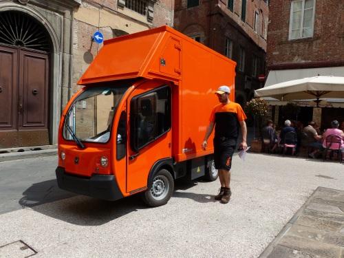delivery van Lucca